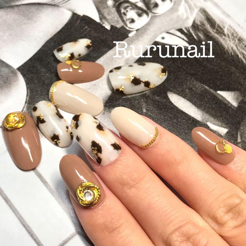 画像1: 白べっ甲とゴールドアートのかっこいい美爪ネイルチップ(371)