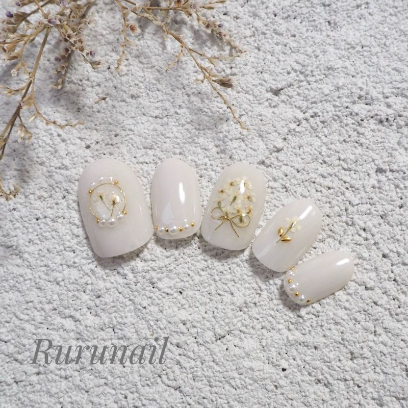 画像1: ホワイトグレーと小さな押し花ブライダルネイルチップ(426