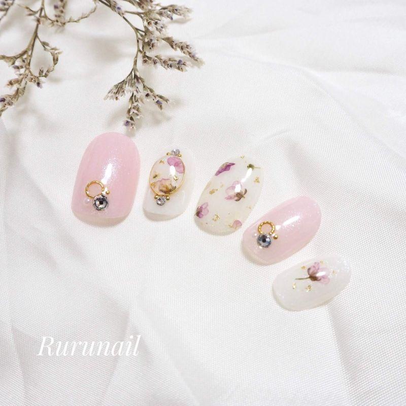 画像1: 押し花とピンクのかわいいブライダルネイルチップ(418